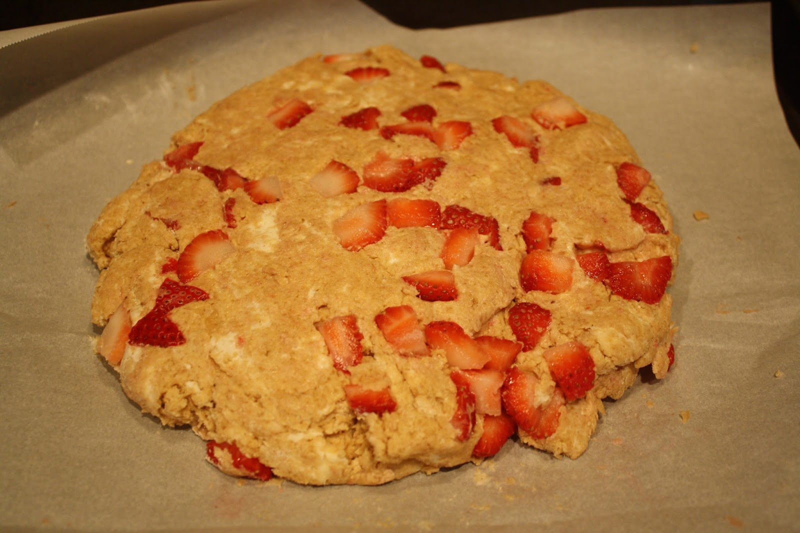 ... -Free Girl: Strawberry-Sour Cream Scones with Brown Sugar Crumble
