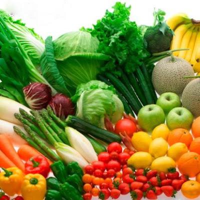 Ăn nhiều rau xanh và hoa quả chứa vitamin C tốt cho bệnh nhân viêm xoang Ảnh minh họa