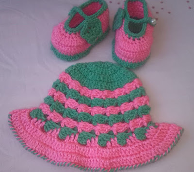 http://crochetcrosiahome.blogspot.com/search/label/Crochet%20Baby%20Hat-Booties