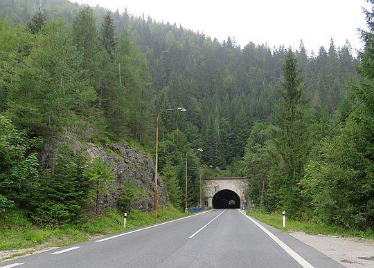 Tunel pod górą Duča.