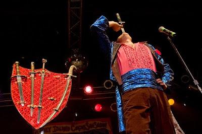 Sirk Gösterilerinde Kılıcı Nasıl Yutuyorlar?