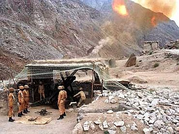 Kargil War - Indian Solders Firing Against Pakistan's Camp