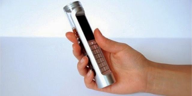 Ponsel plastik berbentuk tabung reaksi ini adalah desain karya Daizi Zeng yang dibuat oleh Nokia