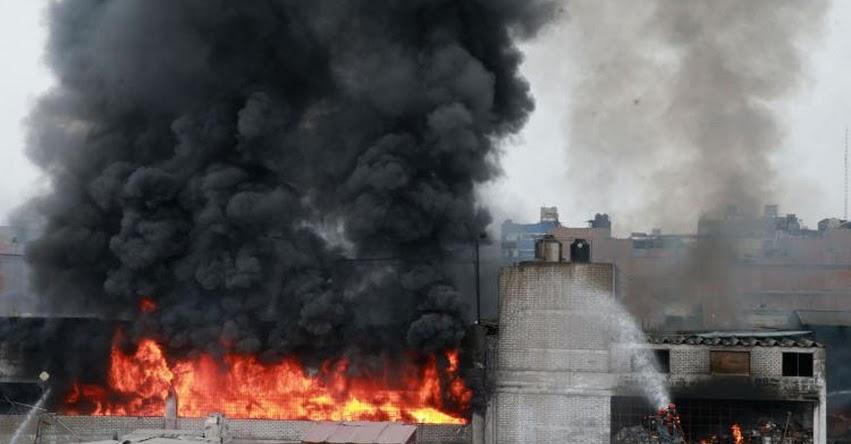 INCENDIO EN EL CENTRO DE LIMA: Fuego se registra en la Cuadra 6 Av. Colonial [FOTO - VIDEO]