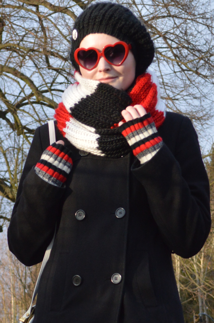 ootd, outfit, georgiana quaint, heart shaped glasses, fashion blogger, black, red, white, winter, coat, knit, scarf, vintage, quaintrelle