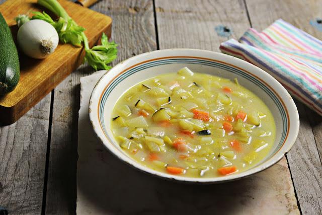 sopa de pollo y verduras plato final