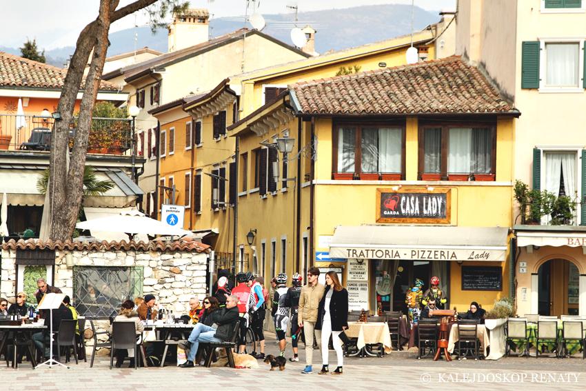 centrum miasteczka Garda, co zobaczyć w miasteczku Garda