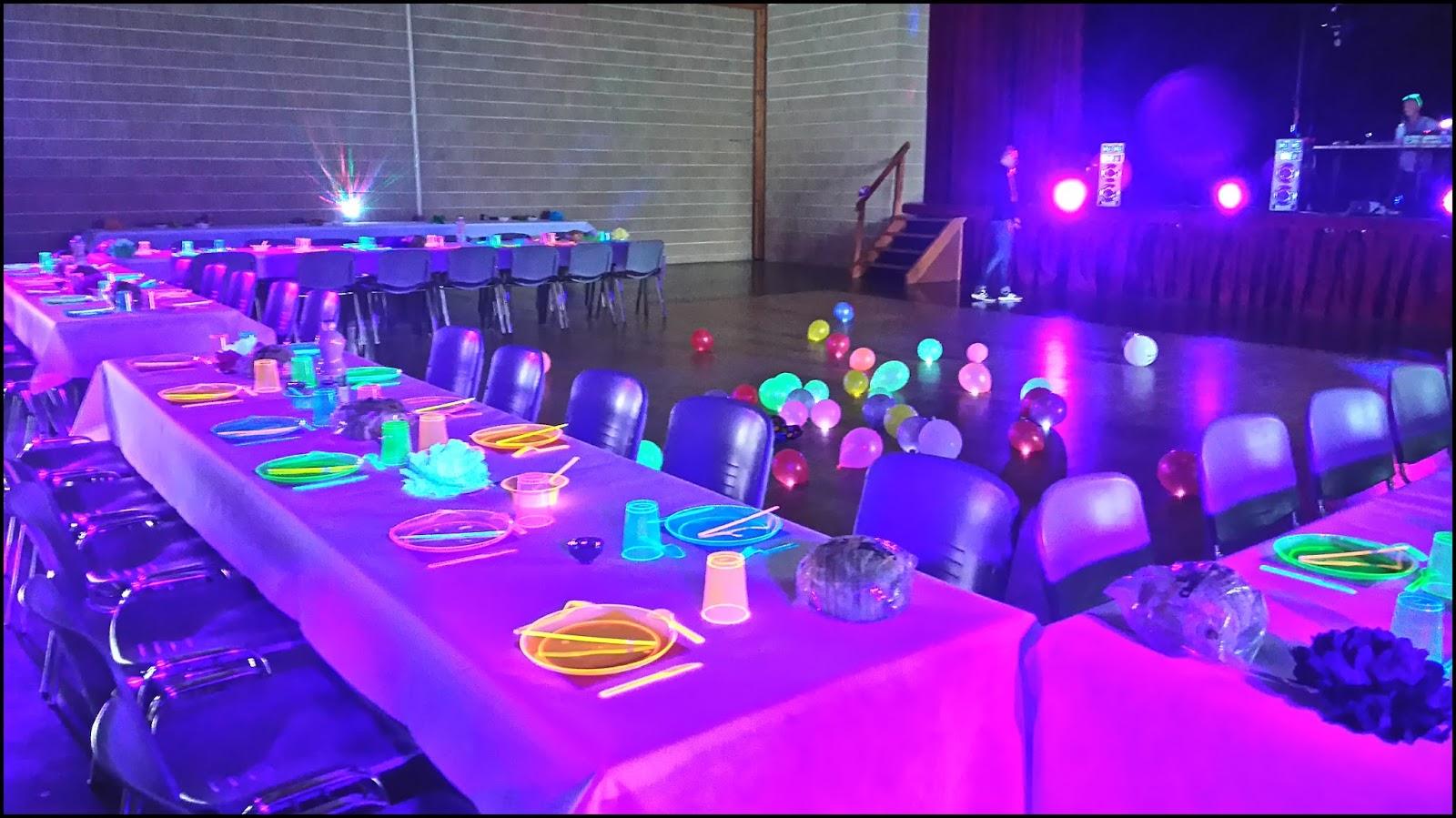 Decoration de table fluo - Decoration table reveillon jour de l an ...