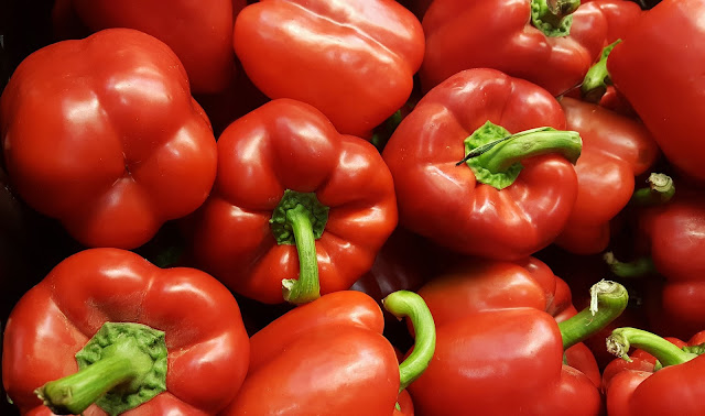 Red Bell Pepper/ Laal Shimla Mirch Benefits for Health, Skin and Hair