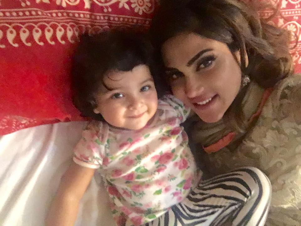 Famous Pakistani model and famous Show host Fiza Ali Latest images.Fiza Ali Modeling pics,Fiza Ali bridal makeup photo shoot,fiza Ali with daughter pics,fiza ali dresses.fiza ali style.