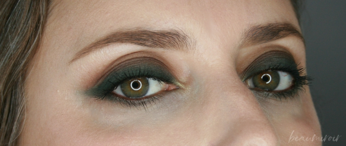 smokey eye look using corduroy apartment