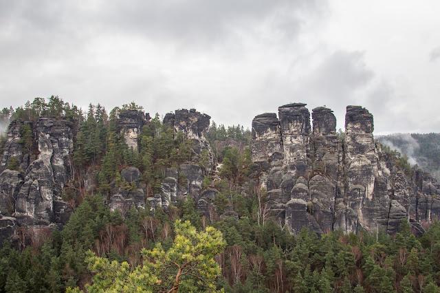 rundweg saechsische schweiz bastei basteibruecke elbsandsteingebirge 02