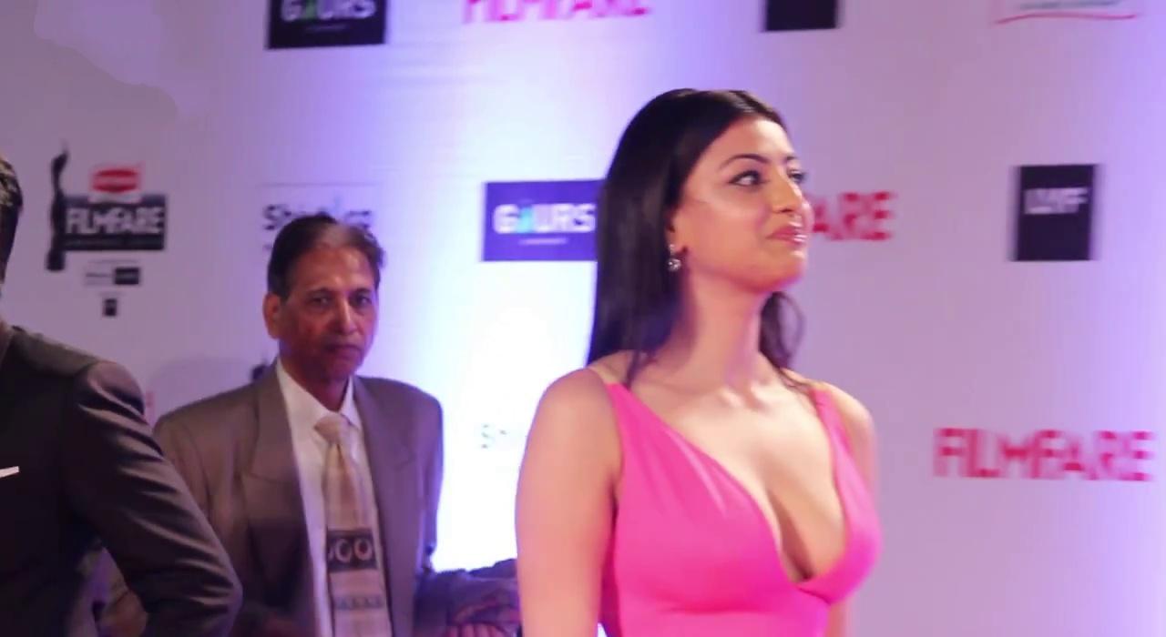 Kajal Aggrawal on red carpet at filmfare 2016
