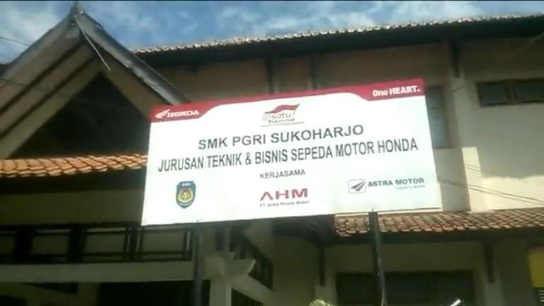 pembuatan Papan Nama SMK PGRI SUKOHARJO