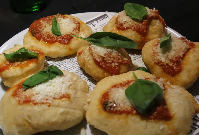 Eat'aliano by Pino, Windsor, pizza buns