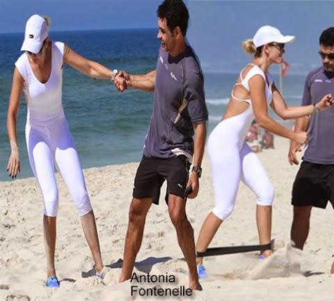 Antonia Fontenelle Se Ejercita en la Playa en Río de Janeiro