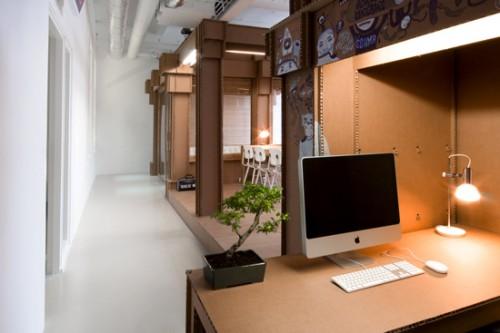 Increíble oficina hecha con cartón.