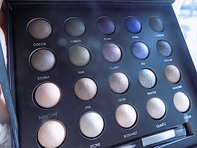 Laura Geller 20 Shades Of Shadow Palette