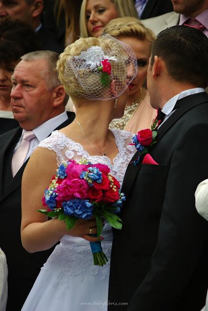 Bukiet ślubny wpinka do włosów i butonierka z różowych piwonii, konwalii i hortensji
