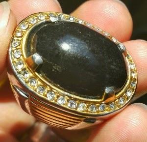 kelebihan batu black opal serat emas