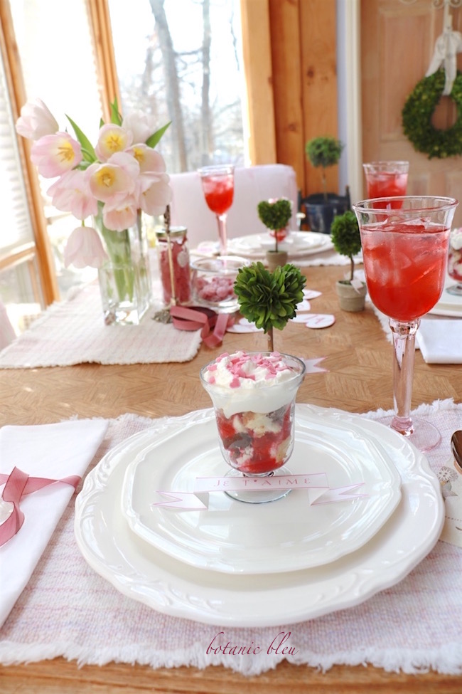 valentine-dessert-table-setting