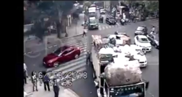 Captan momento de sismo de 7.2 grados en la CDMX (VIDEO)