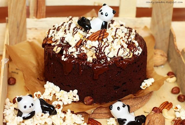 Kakaowe ciasto z orzechami, solonym popcornem i kokosowym karmelem (bez glutenu, laktozy, cukru białego, wegańskie)