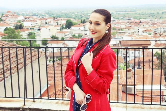 crveni kisni kaput za prolece i jesen