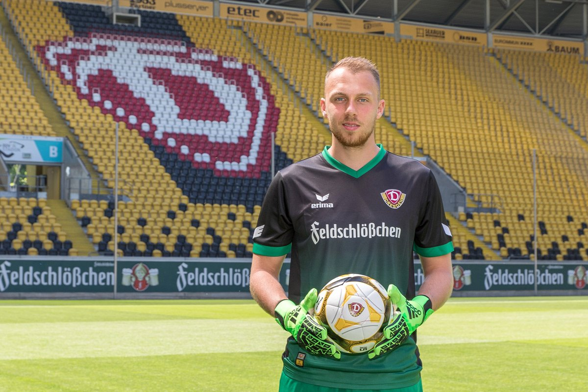 Dynamo Dresden: Dynamo Dresden 17-18 Home & Away Kits Released