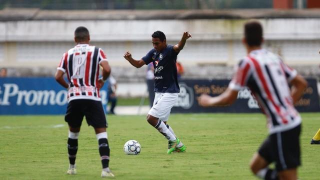 Leão segura empate contra Coral no Mangueirão
