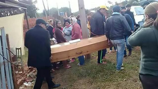 ΣΟΚ: Ο «νεκρός» γιος τους εμφανίστηκε στην κηδεία του!