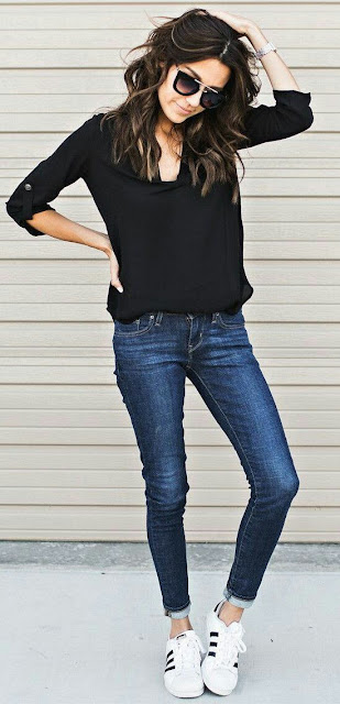 Black blouse with skinny jeans