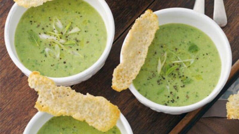 طريقة عمل حساء البطاطس والبسلة الخضراء