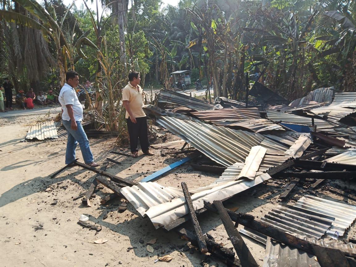 Rumah Warga Kubah Sentang Pantai Labu Ludes Terbakar