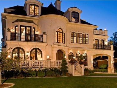 Fachadas de casas fachadas de casas bonitas con balc n for Casa elegante en mal estado