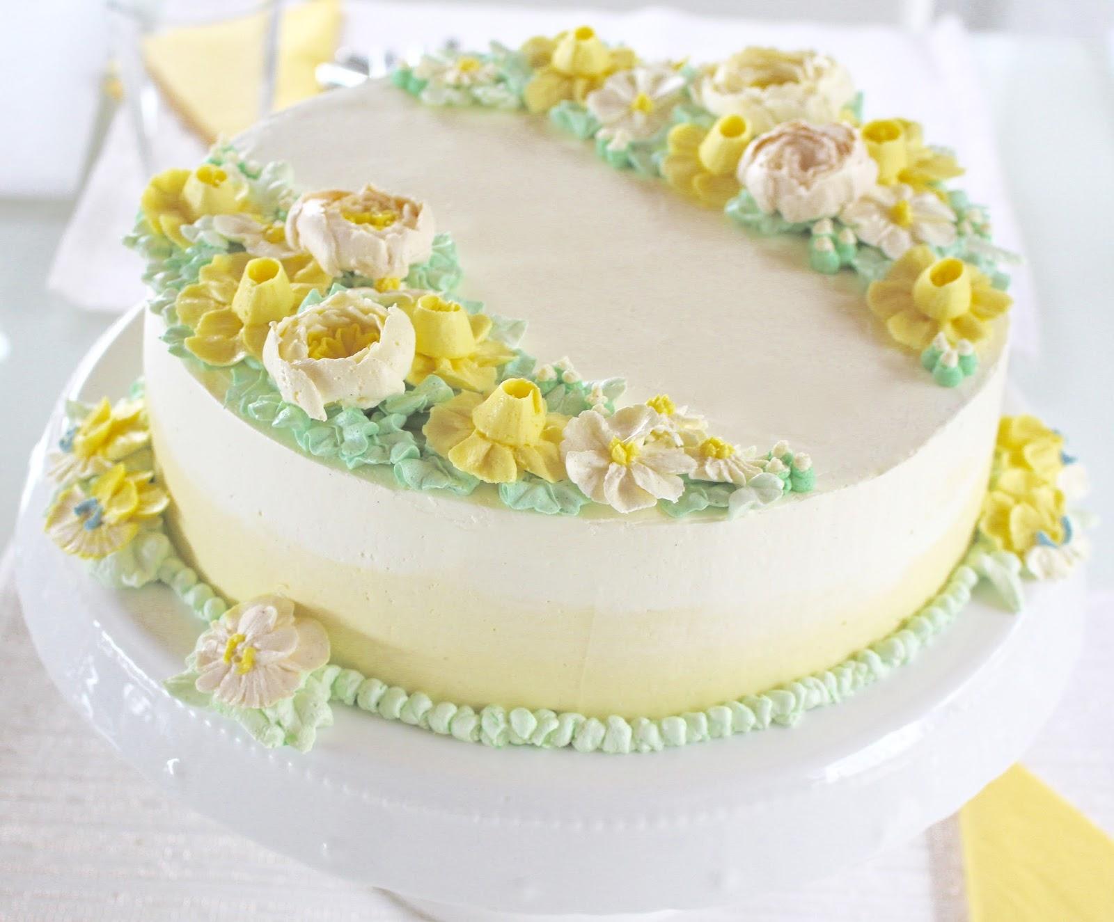 Ostertorte mit Blüten aus Buttercreme