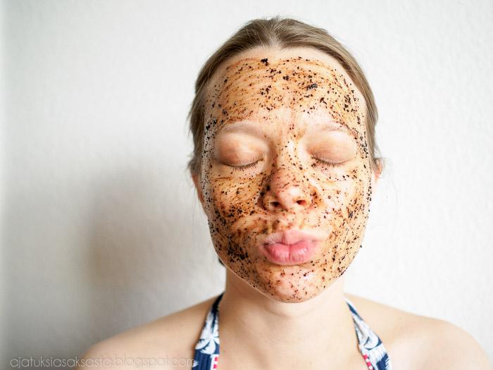 Itse tehty naamio, kahvinaamio, kahvikuorinta, naamion tekeminen