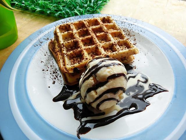 Lepak Di Butik Cafe Cabuudle |  Nikmati Wafer Aiskrim