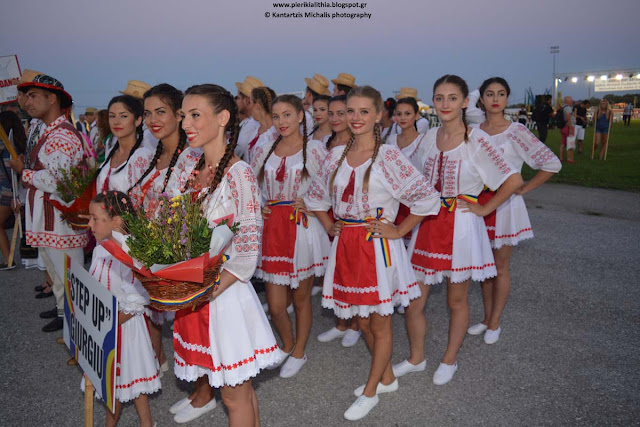 Τα χορευτικά συγκροτήματα και τα περίπτερα των εκθετών στην Γιορτή του Αγρότη στην Καρίτσα Πιερίας. (ΦΩΤΟΓΡΑΦΙΕΣ)