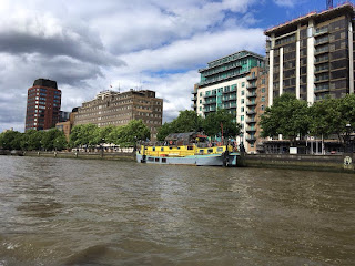 Duck Tours London Tourists day out boat bus sightseeing