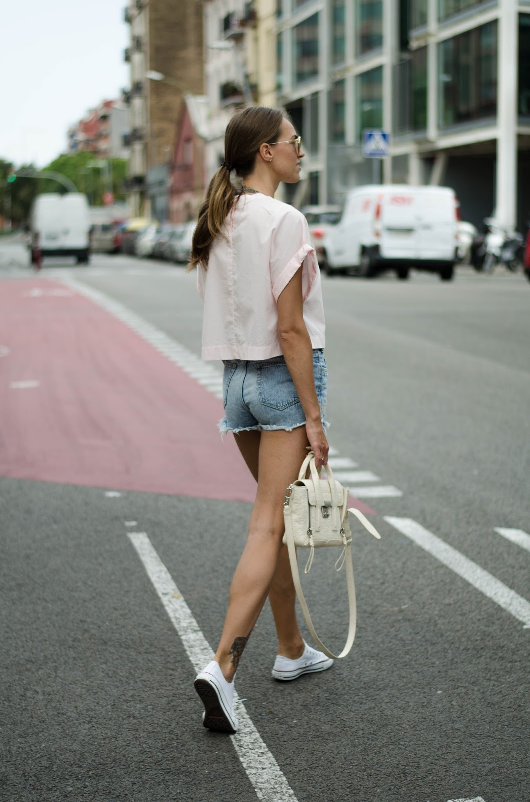 pink-oversized-tee-denim-shorts-outfit