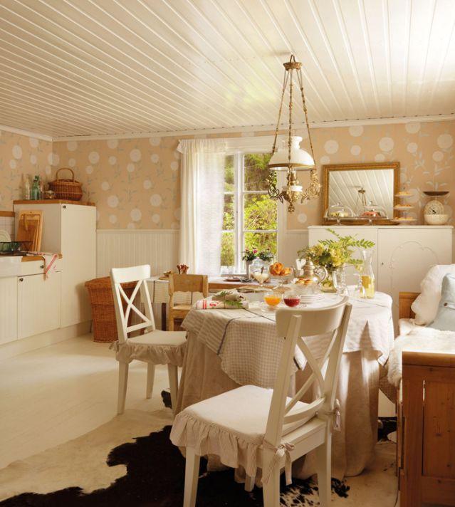 Vi lascio le immagini della bella casa di compagna di un dirigente Ikea,  molto ma molto carina \u2026