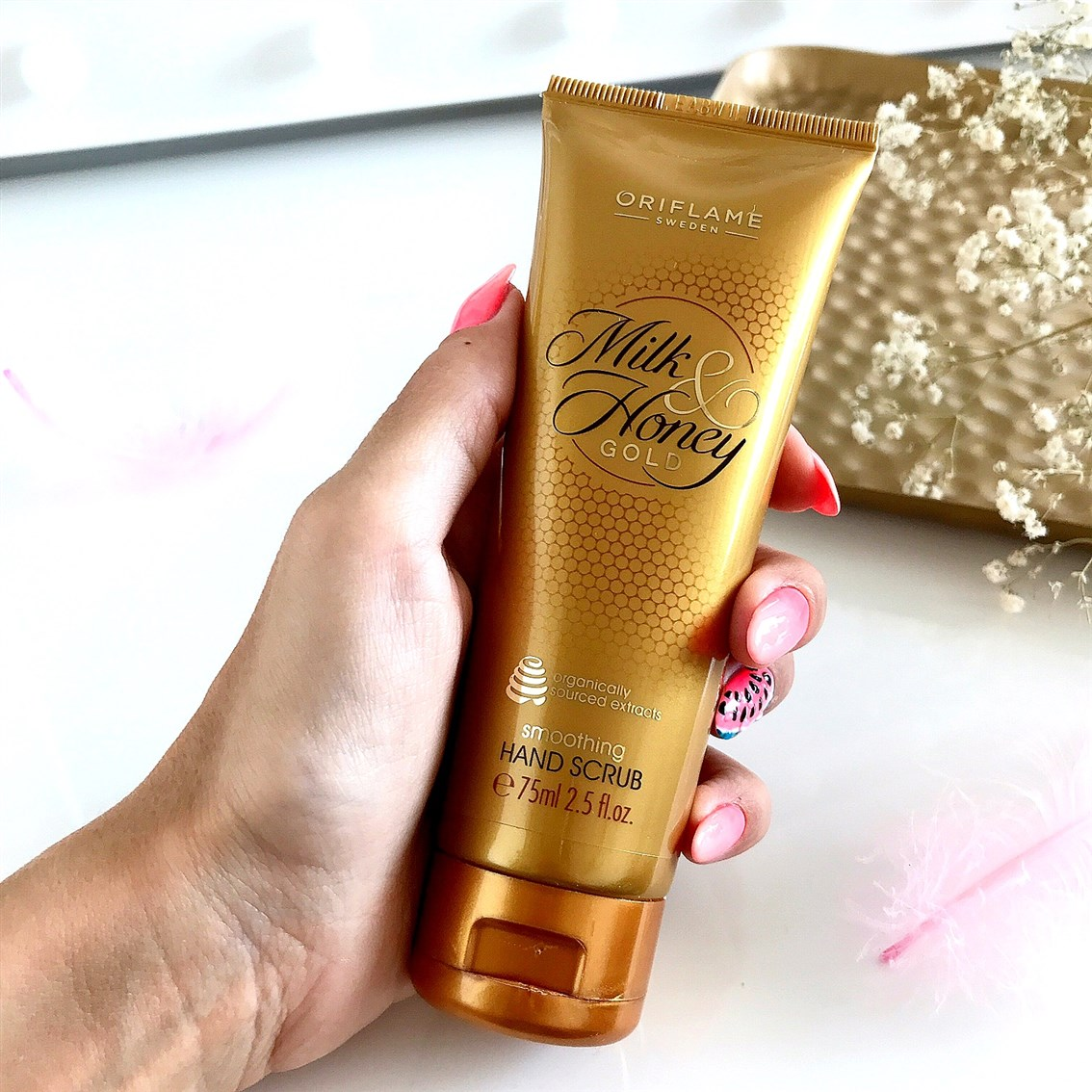 Oriflame Milk & Honey Gold wygładzający scrub do rąk