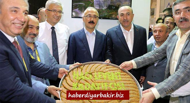 Diyarbakır Büyükşehir Belediyesi, YÖREX Fuarı'nda kentin tarihi ve kültürünü tanıtıyor