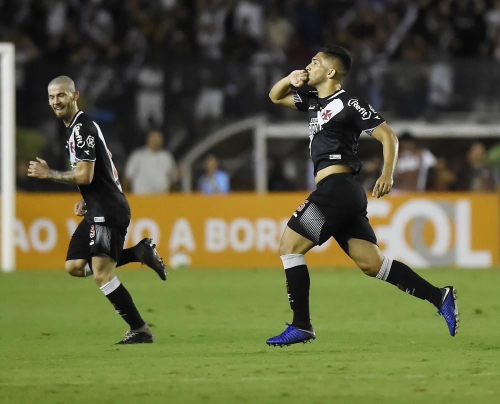 49d95084bb Vasco vence o São Paulo por 2 a 0 e respira no Campeonato Brasileiro