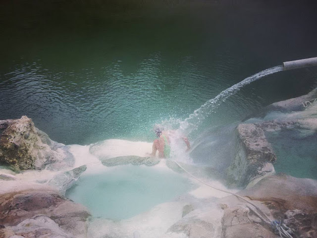 Natural hot shower in Petriolo