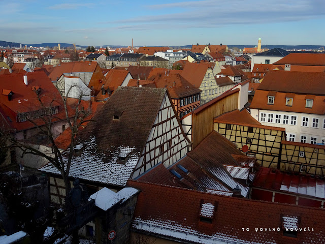 Θέα των σπιτιών από ψηλά στο Μπάμπεργκ της Γερμανίας / Top view of houses in Bamberg, Germany