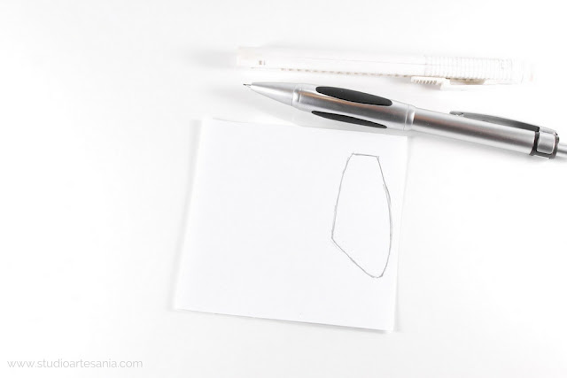 Photo of the pencil and template