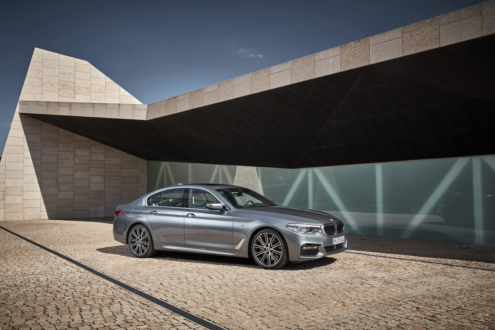 2017-BMW-5-Series-29.jpg