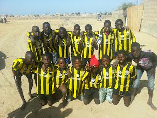 Colaboración, envío de material deportivo, del CD Lakua con Senegal
